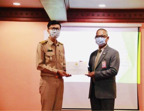 ผู้อำนวยการโรงเรียนเวียงชัยวิทยาคมได้เข้ารับ รางวัล สพม.เชียงราย